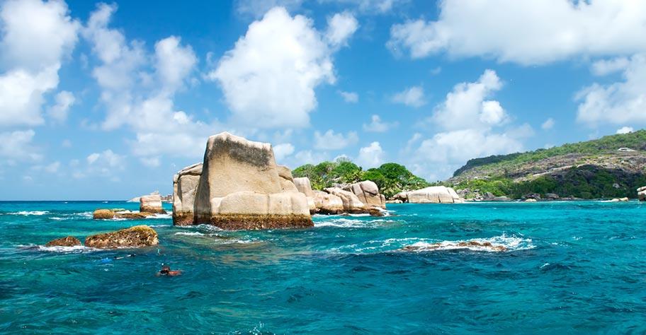 Hausriff Seychellen Schnorcheln Felsen Fische