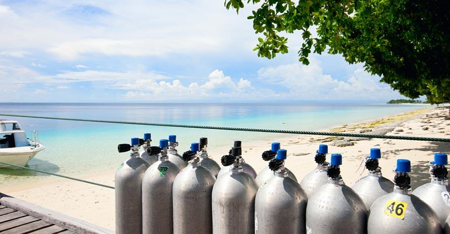Tauchen Seychellen Ausrüstung Sauerstoff Flaschen